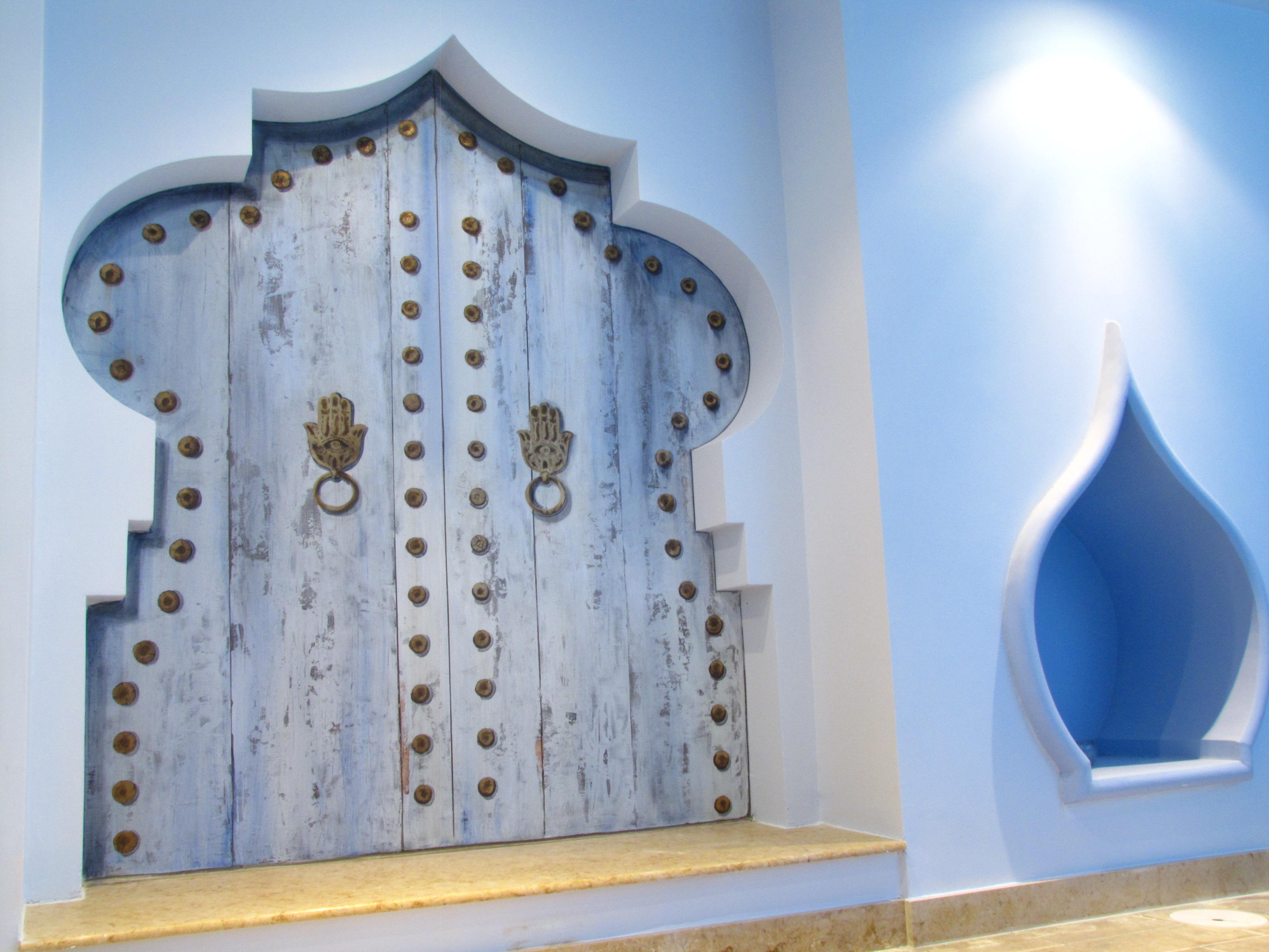 d couvrez les bains du temple les bains du temple. Black Bedroom Furniture Sets. Home Design Ideas